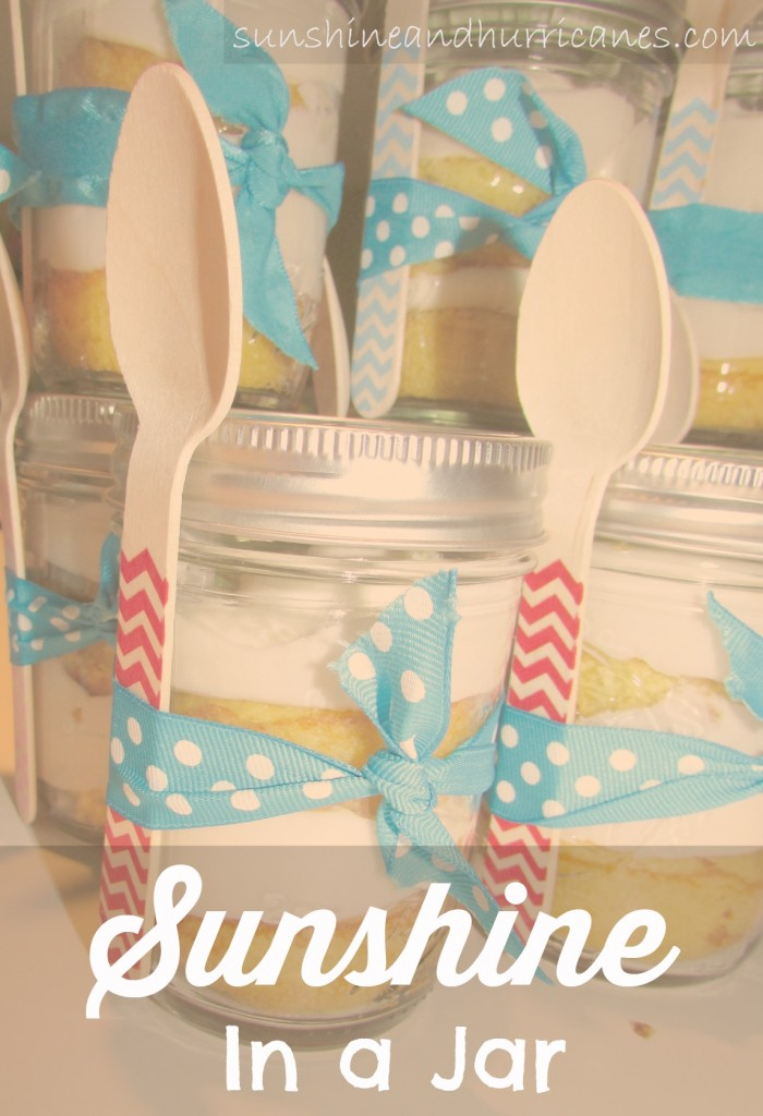You have to try this amazing SUNSHINE IN A JAR dessert!  Perfect for a picnic, afternoon at the ball fields or just a fun after dinner treat.