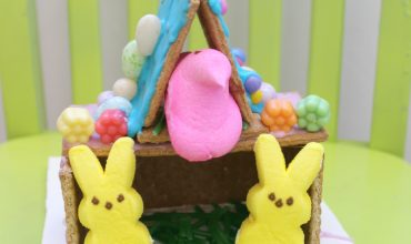 Looking for a fun and easy Easter activity for your kiddos. Easter Peeps Houses. sunshineandhurricanes.com