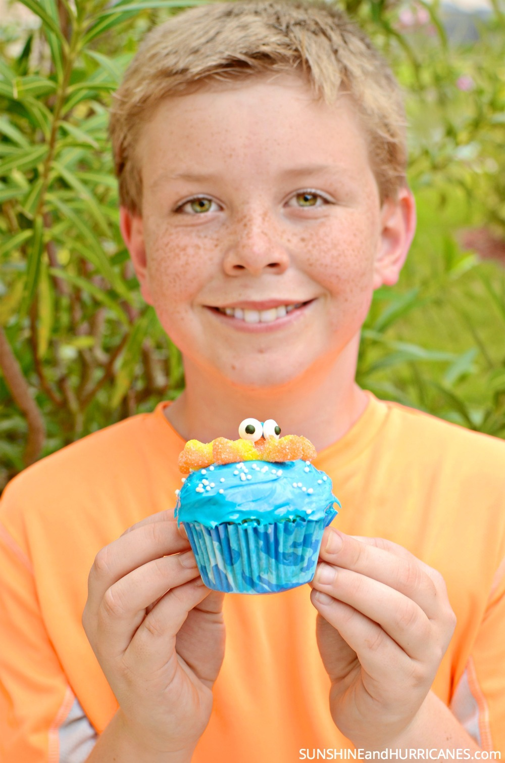 Whether you are inspired by the new Finding Dory movie or are just planning an under the sea birthday party, these adorable octopus cupcakes would be perfect! Fun and festive they're a sweet treat that is sure to please kids of all ages. Finding Dory Cupcakes from SunshineandHurricanes.com