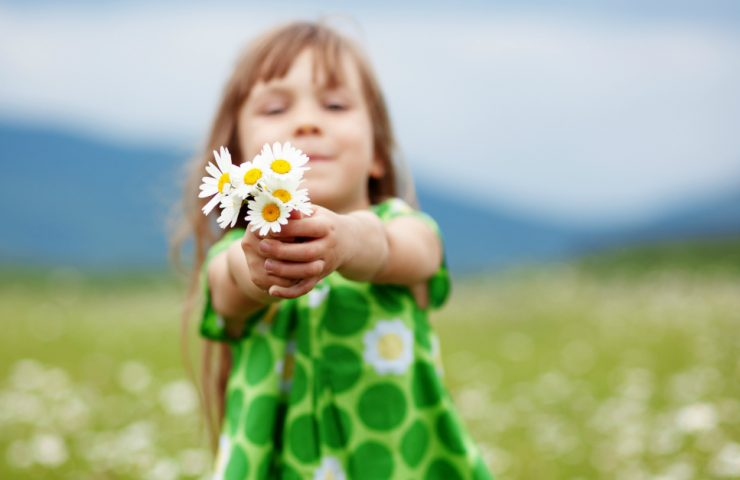 Acts of Kindness for Kids – Raising Kids To Serve Others